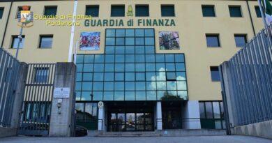 Dirigente crea falsi pagamenti con la firma digitale e sottrae quasi 80mila euro da due scuole