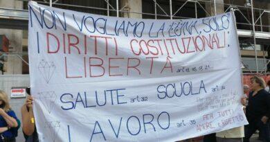 Protesta contro il green pass: in quasi 800 per la libertà, contro le restrizioni